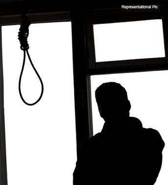 10hostel-hanging